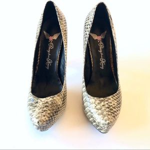 Snake skin slightly pointed heels sz 8.5